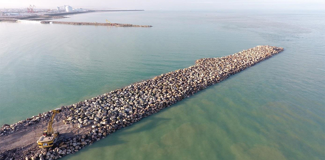 Covering the breakwater