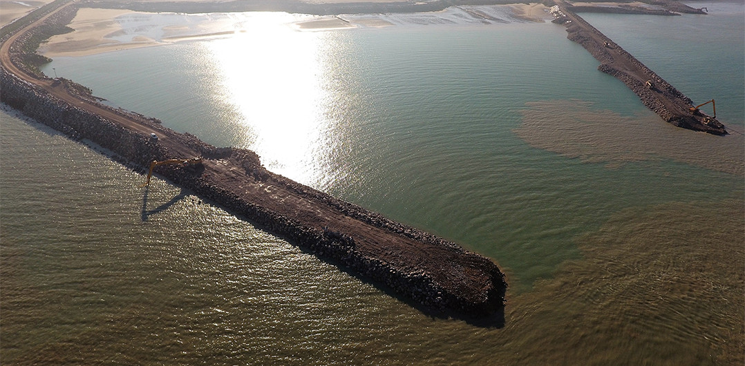 The main breakwater in January 2017